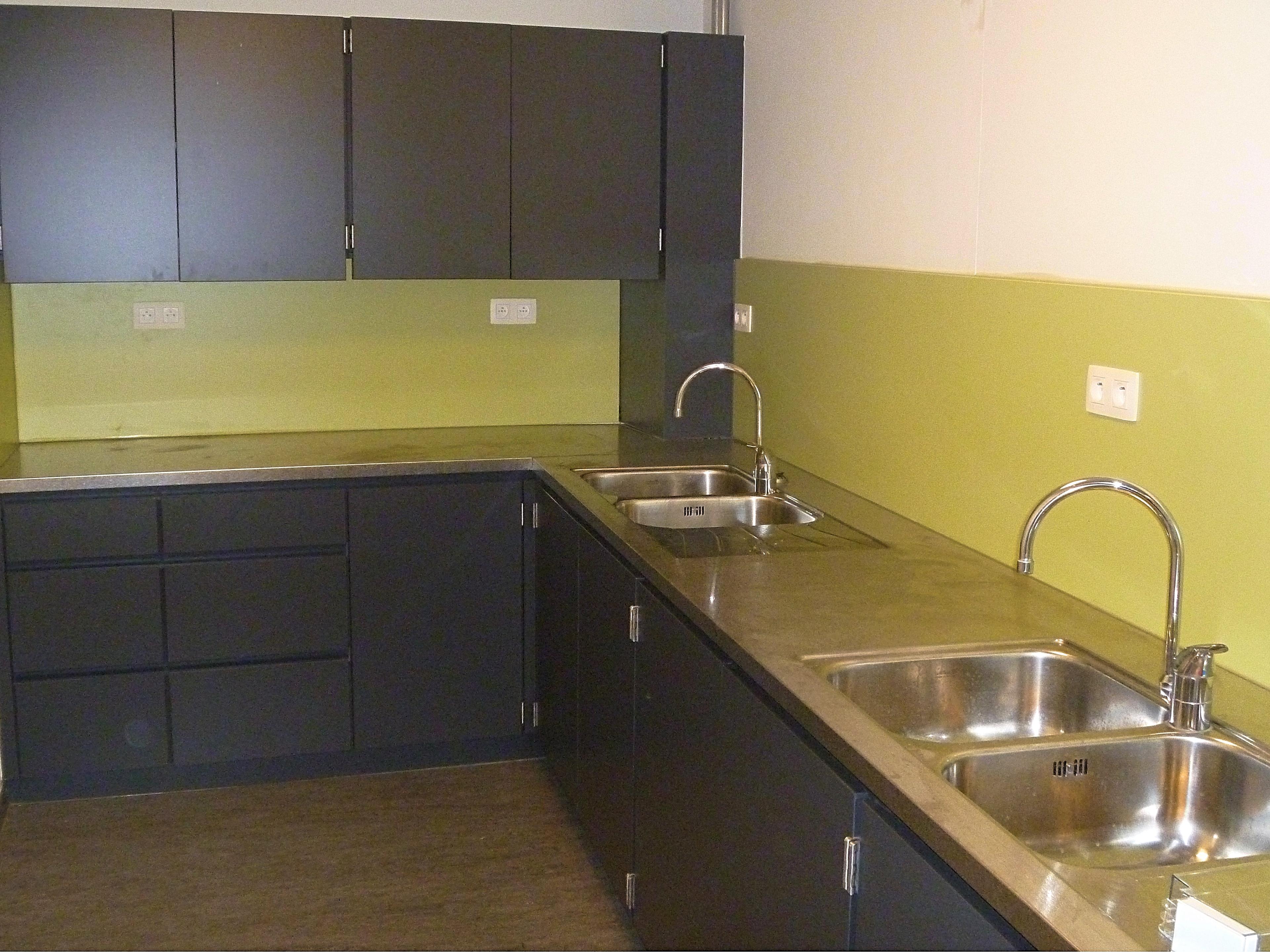 Polyvalente zaal en keuken met inox blad_1