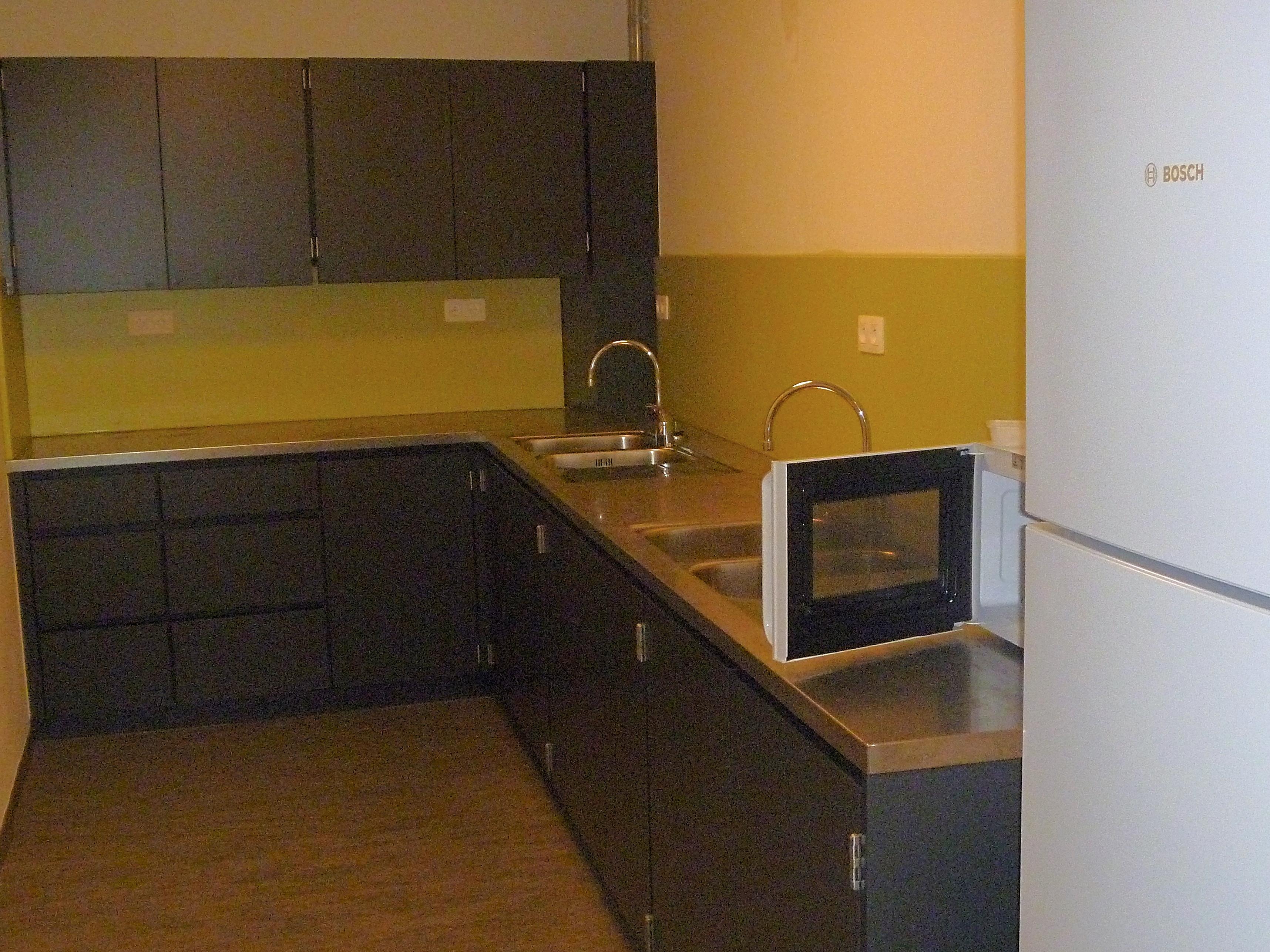 Polyvalente zaal en keuken met inox blad_2
