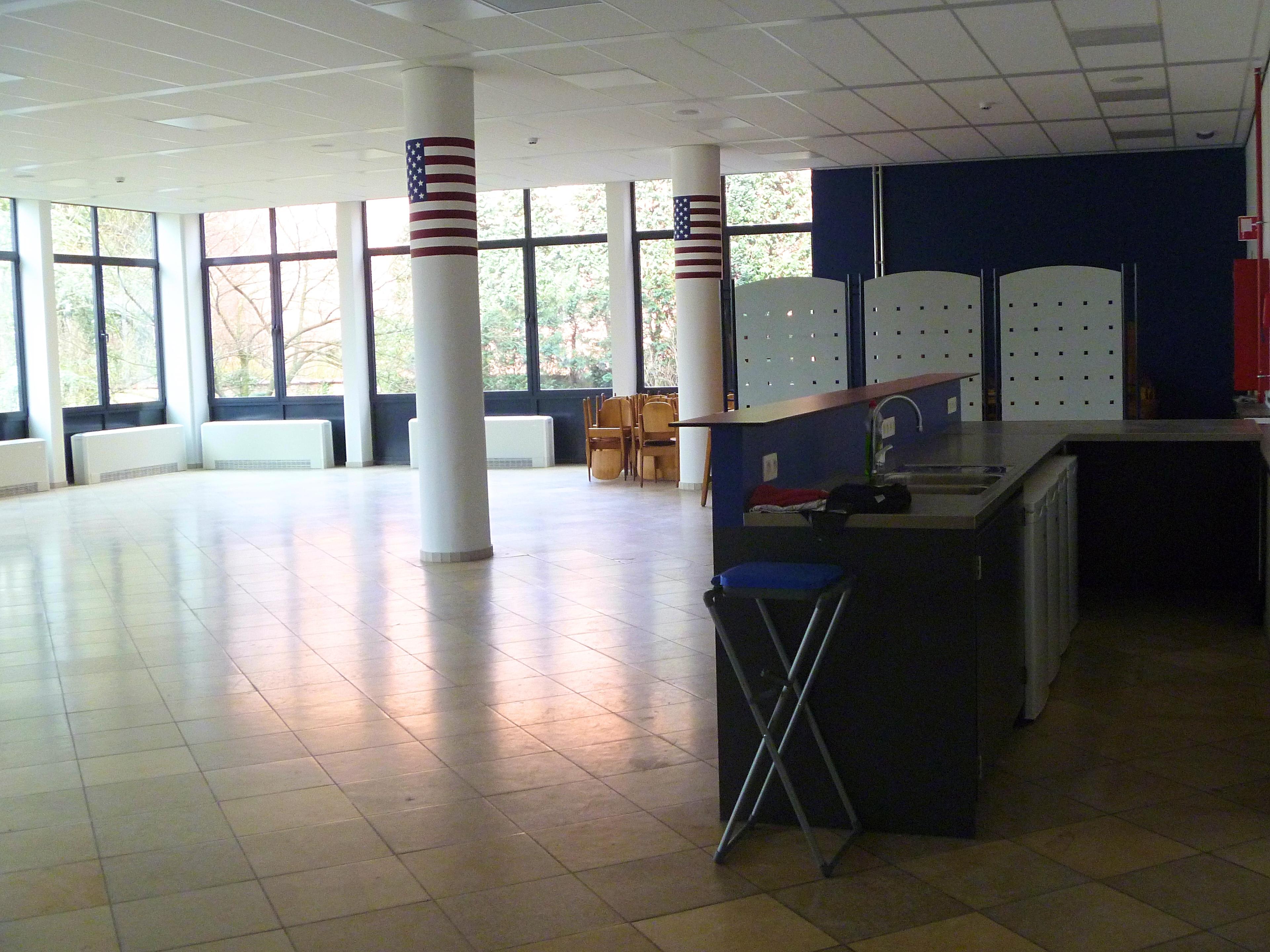 Polyvalente zaal en keuken met inox blad_3